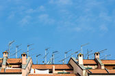 Many antennas installed on the roof of a building — Stock Photo