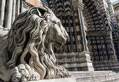 Lion statue of Saint Lorenzo church — Stock Photo