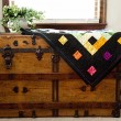Foto Stock: Home-made Quilt on Antique Chest