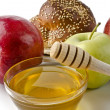 Round challah, apples and a bowl of honey — Stock Photo #19681277