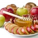 Natürmort - challah, elma, nar ve kase bal — Stok fotoğraf
