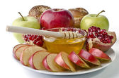 Still life - challah, apples, pomegranate and bowl of honey — Стоковое фото