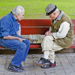 Older people play chess on bench — Zdjęcie stockowe #34277351