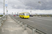 Car traffic on the bridge Paton in Kiev — Stock Photo