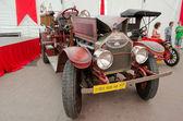 Retro car on display in pavilion in Lvov — Stock Photo