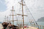 Jacht op de pier in de Krim — Stockfoto