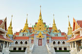 Beautiful golden pagoda Phra Mahathat Chedi Phakdi Prakat — Stockfoto