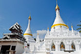 Kuzey tayland beyaz pagoda mimarisi. — Stok fotoğraf