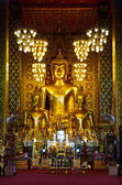 Buddha statue in a chapel — Stockfoto