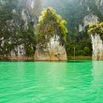 Beautiful island and green lake ( Guilin of Thailand ) — Stock Photo