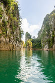 Travel island and green lake ( Guilin of Thailand ) — Stock Photo