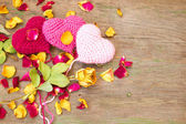 Knitted valentine's hearts — Stock Photo