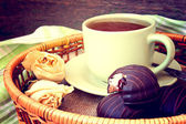 Warming cup of tea and chocolate cakes close up — Stockfoto