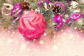 Jasny różowy piłka i inne rzeczy boże narodzenie — Zdjęcie stockowe