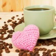 Cup of coffee and knitted pink valentine's heart — Stock Photo