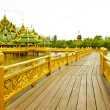 Nice old wooden bridge in park at summertime. — 图库照片