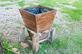 Brown trash is in the garden — Zdjęcie stockowe