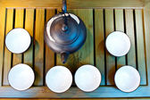 Chinese green tea traditional pot and cups over old wood — Stock Photo