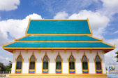 Temple in thailand on the blue sky background — Stock Photo