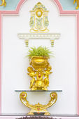Beautiful plaster cherub detail with gold leaf scallop and oak l — Stock Photo