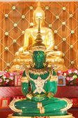The Emerald Buddha Mock and gold — Stock Photo