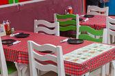 Chaise et table — Photo