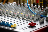 Mixer audio, basso angolo girato con bassa dof, utili per vari — Foto Stock
