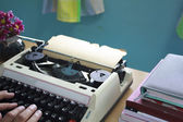 Hands typing on old typewriter — 图库照片