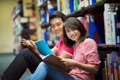 Os alunos a estudar — Foto Stock