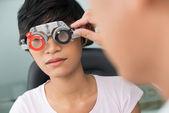 Bezoekende opticien — Stockfoto