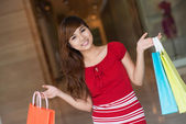 Dívka s nákupy — Stock fotografie