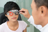 Selecting eyeware — Stockfoto
