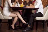 Flirt pod przykryciem — Zdjęcie stockowe