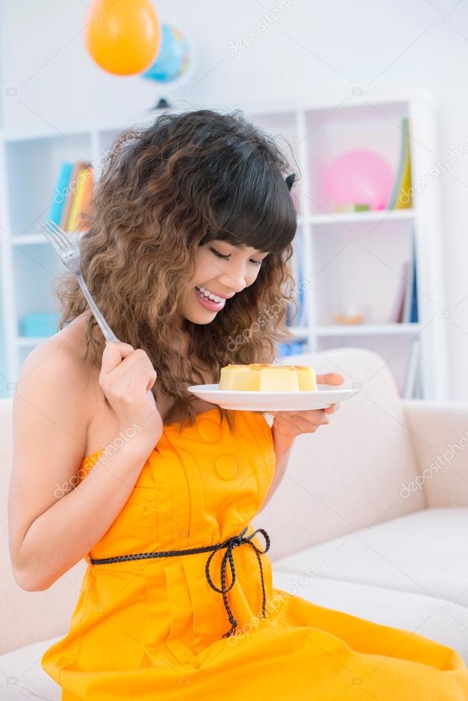 Teenage girl going to eat a cake — Stock Photo #18779933