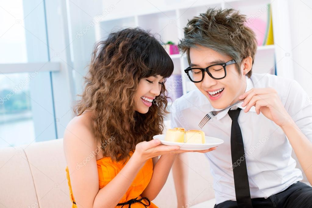 Young eating cake together — Stock Photo #18779935