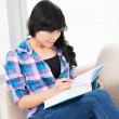 Reading girl — Stockfoto