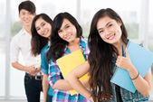 Grupp tonåringar — Stockfoto