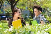 Estudantes a rir — Foto Stock