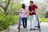 Bisiklet ile — Stok fotoğraf