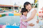 Eend zwembad knuffel — Stockfoto