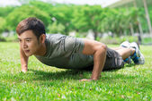 Doen push-ups — Stockfoto