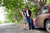 Couple and a retro car — Stock Photo