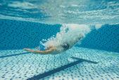дайвинг в бассейне — Стоковое фото
