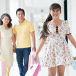 Cheerful family shopping — Stock Photo