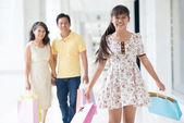 Veselé rodinné nákupy — Stock fotografie