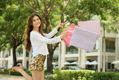 Jovem viciado em compras — Foto Stock