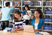 Teenagers in library — Stock Photo