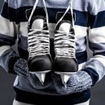 Постер, плакат: Man with hockey skates
