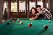 Vietnamese couple playing pool — Zdjęcie stockowe