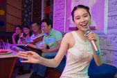 In karaoke-bar — Stockfoto